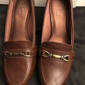 Life Stride brown  heel loafers